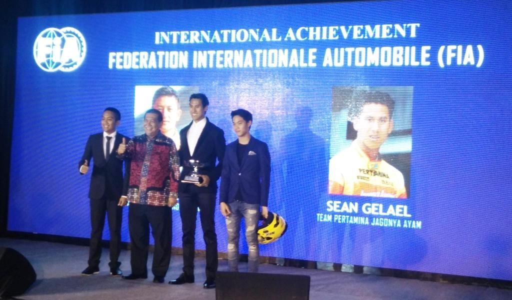 Penghargaan dari IMI (IMI Awards) 2016 yang dilangsungkan di Sari Ater Hotel & Resort Ciater, Subang, Jawa Barat, Selasa malam, diserahkan langsung oleh Wakil Gubernur Jawa Barat, Deddy Mizwar.